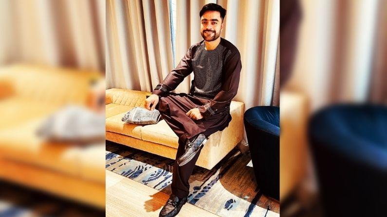 """আফগানিস্তানের স্পিনার রশিদ খান টুইটারে লেখেন, """"বিশ্বের সকলকে জানাই ইদ মুবারক। সুস্থ থাকুন, মাস্ক পরুন, সামাজিক দূরত্ব বজায় রাখুন।"""""""