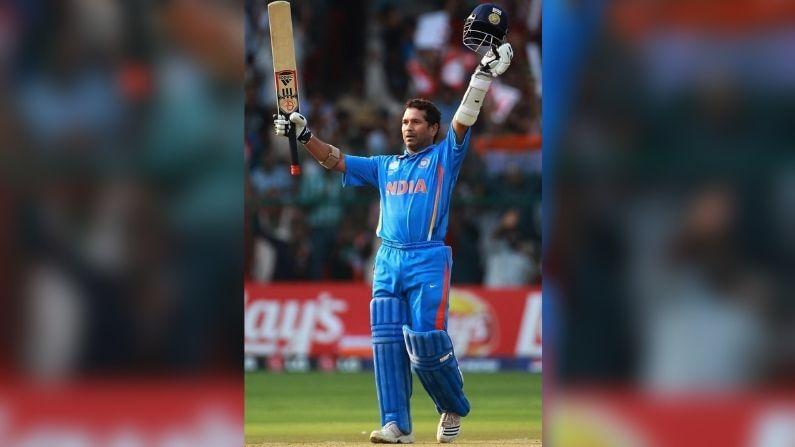 সচিন তেন্ডুলকর- ভারতের কিংবদন্তি প্রাক্তন ক্রিকেটার সচিন তেন্ডুলকর (Sachin Tendulkar) শুধুমাত্র ভারতের নন, বিশ্বের সবথেকে ধনী ক্রিকেটার (richest cricketer)। ১০৯০ কোটি টাকার সম্পত্তি রয়েছে লিটল মাস্টারের। আন্তর্জাতিক ক্রিকেট থেকে অবসরের পর, বিভিন্ন স্পনসরশিপ চুক্তি ও বিভিন্ন ব্র্যান্ডের অনুমোদন থেকে এখনও উপার্জন করেন মাস্টার ব্লাস্টার।