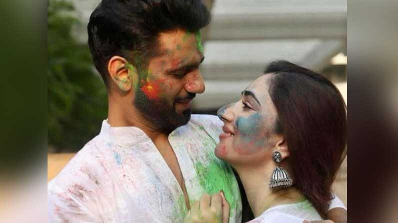 দিশা পেশায় অভিনেত্রী। হিন্দি ধারাবাহিক 'প্যায়ার কা দরদ হ্যায়', 'মিঠা মিঠা প্যায়ারা প্যায়ারা'-তে তাঁর অভিনয় দেখেছেন দর্শক।