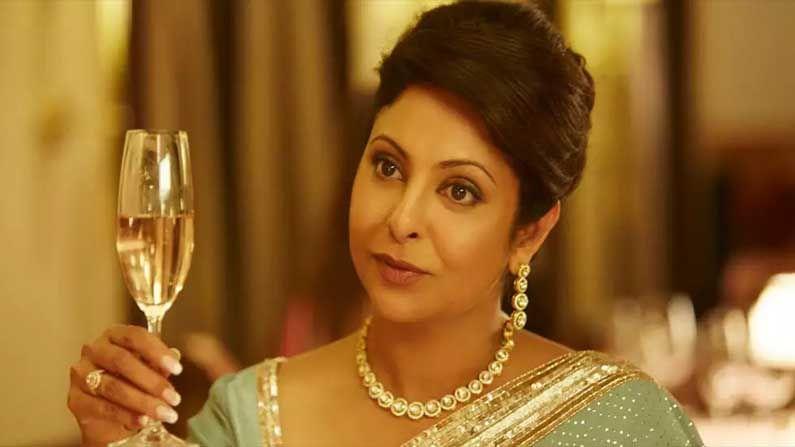 জোয়া আখতারের মাল্টিস্টারার ছবি 'দিল ধড়কনে দো'। অনিল কাপুর, প্রিয়াঙ্কা চোপড়া, রাহুল বোস, অনুষ্কা শর্মা, রণবীর সিং... কে নেই সেখানে। তবে সবার মধ্যেও নজর কেড়েছে শেফালি শাহ। তাঁর অভিনয় এককথায় লাজবাব।