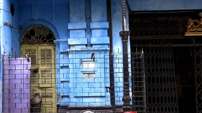 ৬ নম্বর অক্রূর দত্ত লেন। মধ্য কলকাতার এই বাড়িতেই এক সময়ে থাকতেন প্রবাদপ্রতিম পঙ্কজ মল্লিক। তারপর দীর্ঘদিন থাকতেন প্রবাদপ্রতিম কম্পোজার ভিয়েস্তাস আর্দেশির বালসারা। ভি বালসারা জন্ম-শতবর্ষ শুরু হয়েছে এ বছরের ২২ জুন। অথচ বালসারার শতবর্ষে এখনও তালাবন্দি অবস্থায় গুরুত্বহীন হয়ে পড়ে আছে এই বাড়িটা।