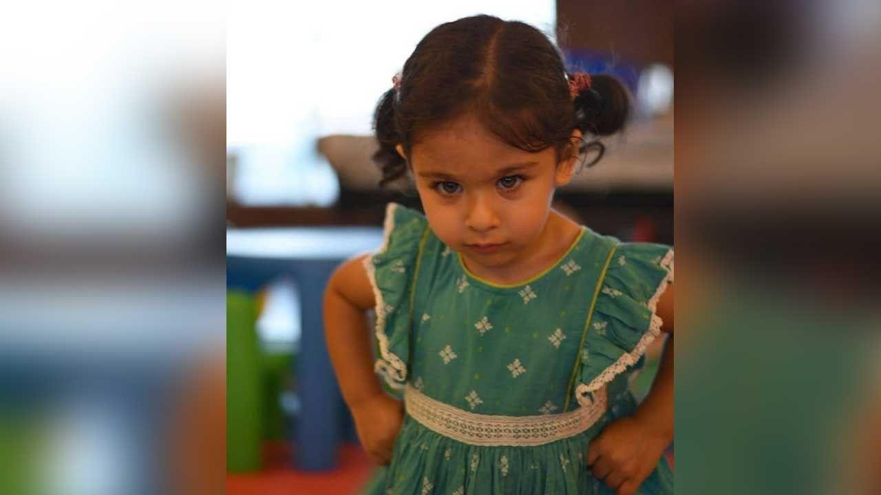 बुधवार की सुबह सेलेब मामी यानी करीना कपूर खान ने इनायार की एक तस्वीर शेयर कर सोशल मीडिया के जरिए उन्हें बधाई दी. उन्होंने लिखा, हमारी नन्ही राजकुमारी को जन्मदिन की बधाई... इनाया! सितारों के लिए अमीर हमेशा खूबसूरत लड़की।