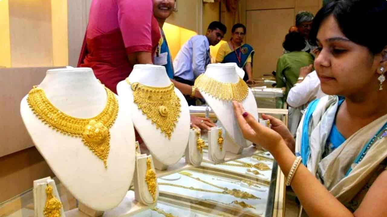 gold price today rise one month high silver rate drop